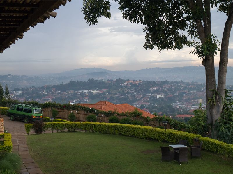 Wrong Elements en projection à Kampala
